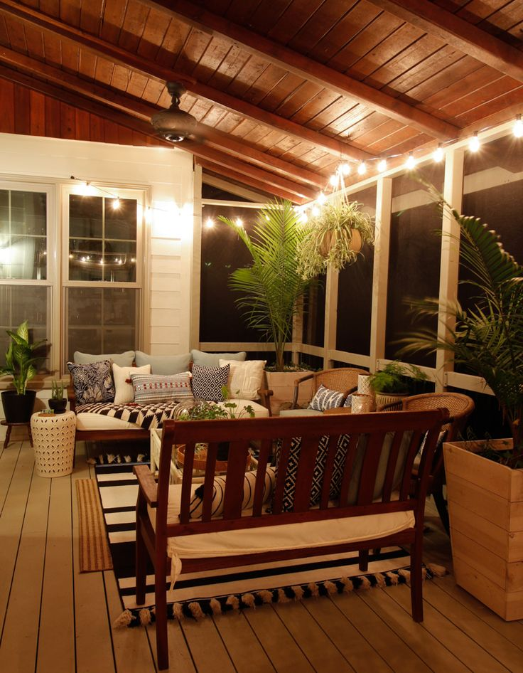 This Porch Makeover is gorgeous! Screened Porch Decorating, Screened Porch Designs, Backyard Patio Designs, Screened Porches, Screened Porch Furniture, Backyard Porch Ideas, Cabin Porches, Screened In Deck, House Porch