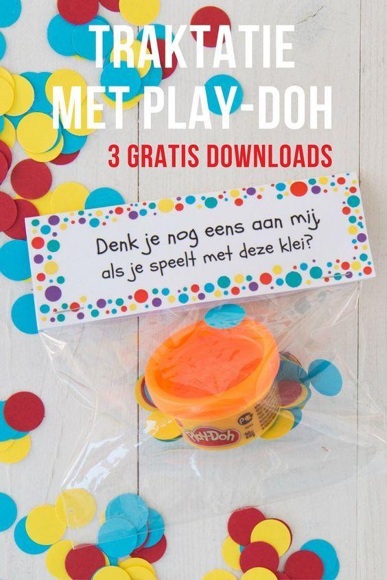 Wil je niet op eten of snoep trakteren? Of zoek je een afscheidstraktatie voor de peuterspeelzaal of bij verhuizing? Wij maakten een traktatie met klei van Play-Doh.