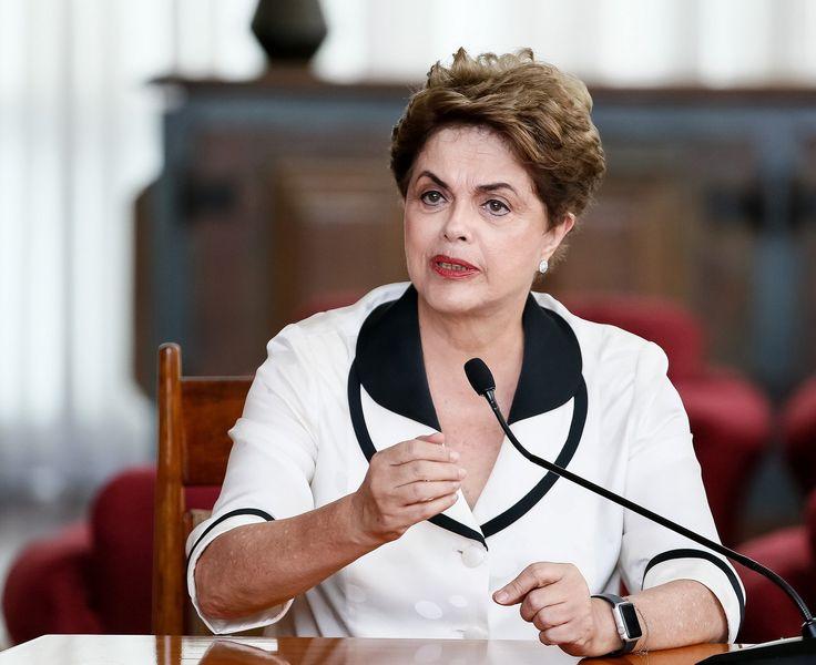 31 de diciembre de 2016, 15:29Brasilia, 31 dic (PL) La expresidenta Dilma Rousseff instó hoy a los brasileños a resistir, en el año que está por comenzar, los retrocesos que en los derechos y conqu…