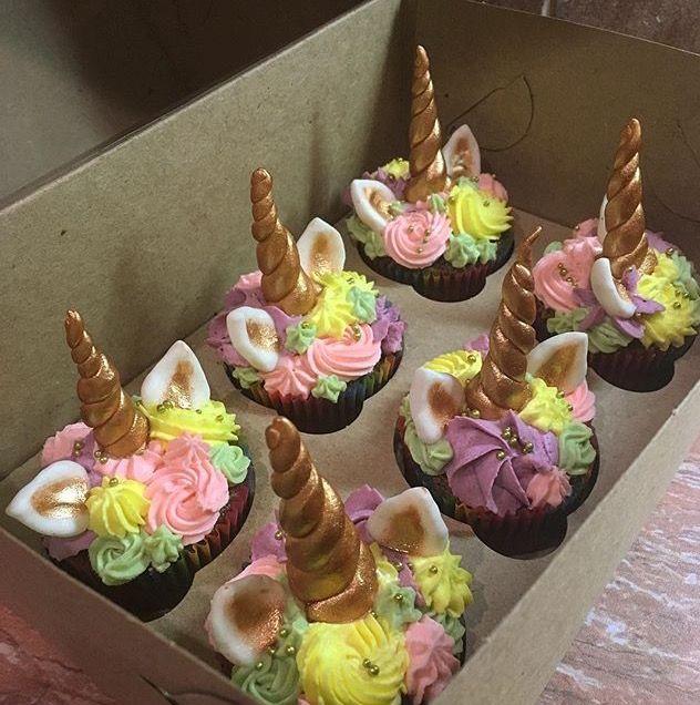 b2502d5f52f8b339f19343f7bbad96cf.jpg (632×636) (unicorn birthday cakes baking)