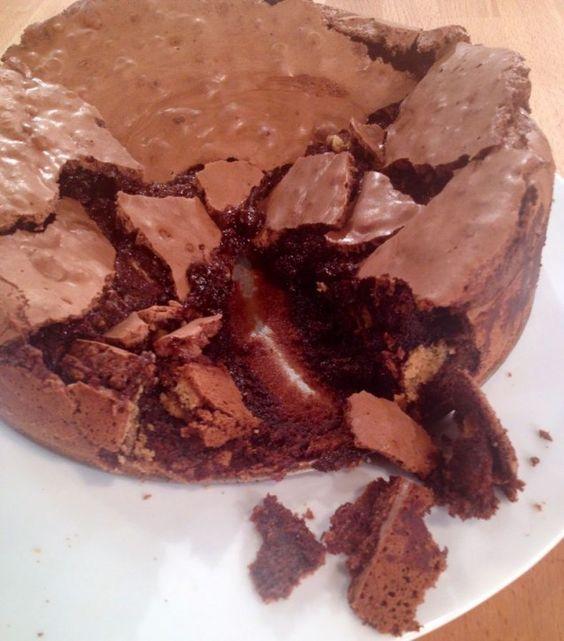 Πανεύκολο υγρό κέϊκ σοκολάτας με 5 υλικά χωρίς αλεύρι