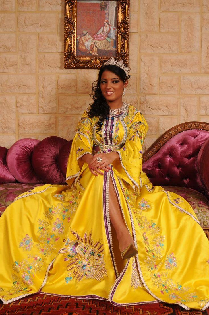 Achetez un joli caftan marocain modèle 2017 disponible au prix raisonnable, un design moderne réalisé dans le plus …