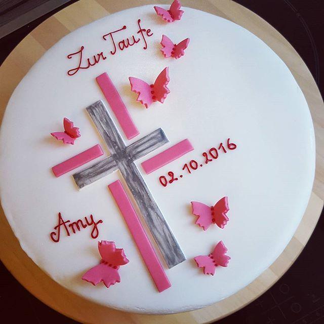 Für die süße Amy zur Taufe #tauftorte #taufe #kirche #amy #fondant #fondantcake #fondanttorte #fondantart #kreuz #schmetterling #pink #weiss #christening #girl #cakestagram #cake #cakedecoration #minden #instacake #cakeart #confectionery #konditerija #konditorei #motivtorte