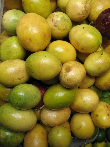 Ecuadorian passion fruits are yellow. Yep delicious!! ( maracuya)