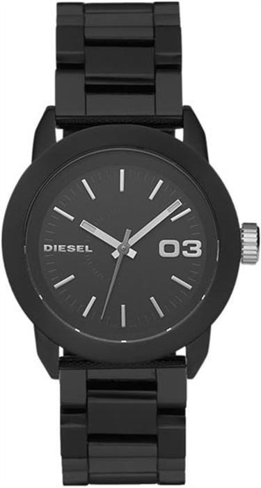 Diesel DZ5263 saat konusunda iddialı olan bayanların tercih edeceği bir model gibi duruyor.