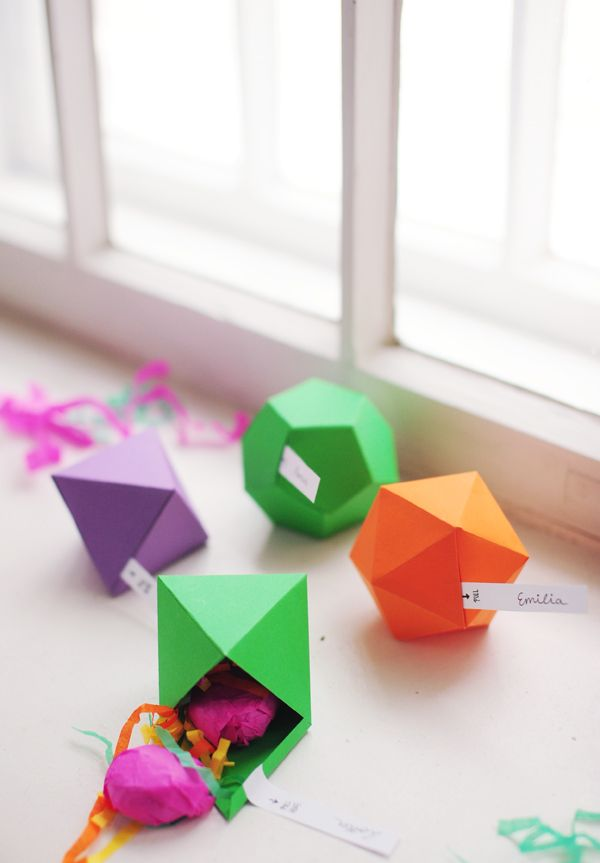 DIY: geometric favor boxes. More info here: http://ruffledblog.com/diy-geometric-favor-boxes/?utm_source=feedburner_medium=feed_campaign=Feed%3A+Ruffled+%28Ruffled%29