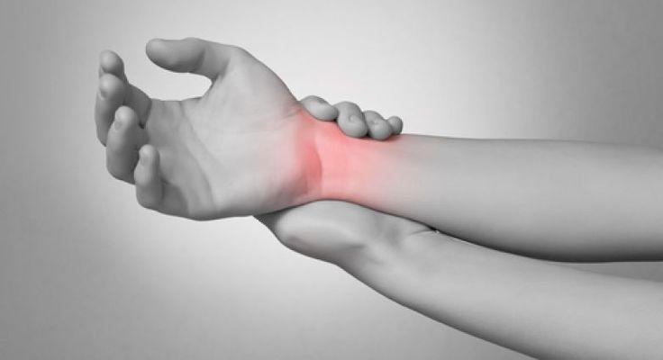 Jakákoli bolest nám způsobuje nepohodlí a neklid. Někteří znás vsází na léky, ale existuje mnoho opravdu dobrých přírodních prostředků, které od bolesti mohou také pomoci, navíc bez zbytečných vedlejších účinků. Proto vyzkoušejte nejdříve následující přírodní opravné prostředky a rozlučte se schemickými léky jednou provždy. Epsomská sůl Epsomská sůl má vysoký obsah hořčíku a síranů, které …