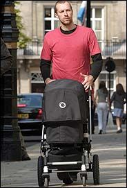 celebrities bugaboo strollers - Google Search Chris Martin drives a Bugaboo!!!