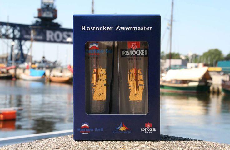 Hochwertiges Gläser-Set mit goldenem Zweimaster-Schiffprint #hansesail #style #fan #segeln #maritim #merchandise #trend #fashion #accessoires #shirt #cap #sail #beer #bier #rostocker