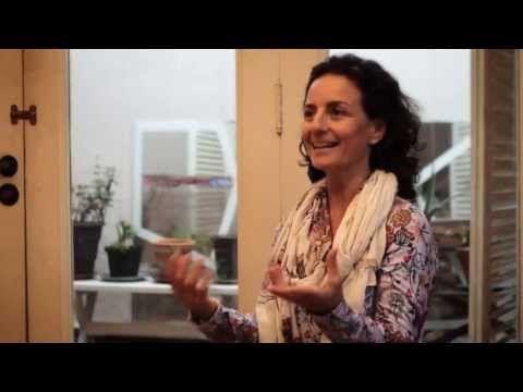 Ana Thomaz é educadora, ex-bailarina e professora da técnica Alexander (com formação no Alexander Technique Studio, em Londres). Trabalha há mais de 15 anos ajudando pessoas a viver com o corpo inteiro. É mãe de três pessoas e oferece cursos de educação ativa para pais e professores por todo o Brasil. Seu blog: http://anathomaz.blogspot.com.br/