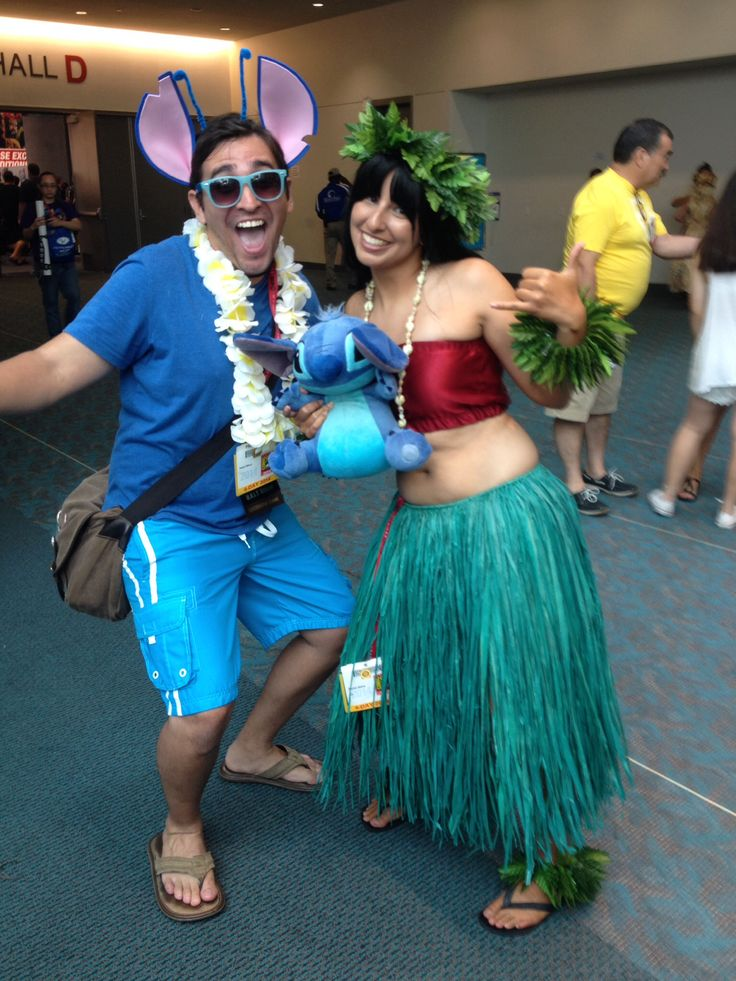 SDCC 2014 Grumpy Dragon Cosplay as Lilo with an Aweome Stitch cosplayer