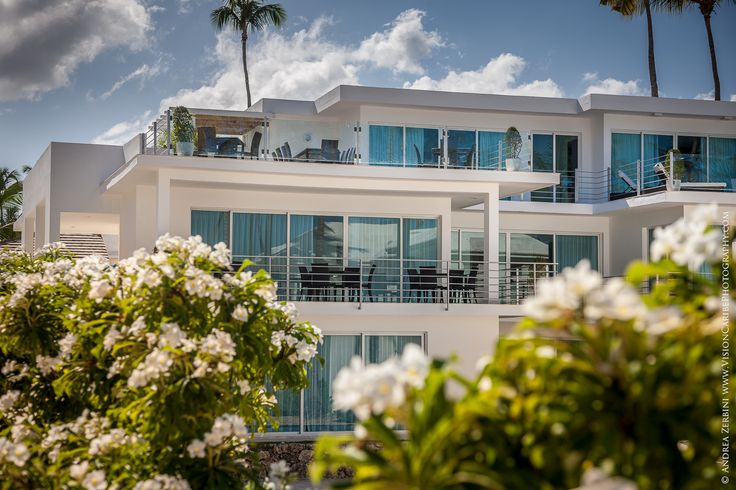 OVERVIEW: Price: From US$ 2,075 per night Inquire about Villa Pandora Location: Bavaro Beach, beach front w/ private beach area and ocean view Swimming pool: Not on property, but guests have access…