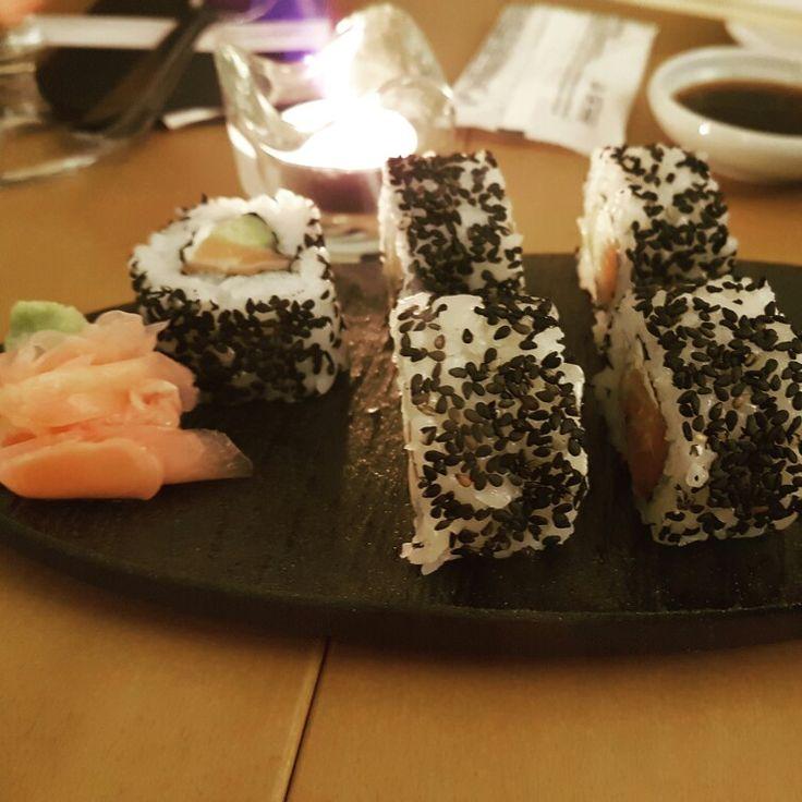 Hoy toca japo en @shuwashuwa #cenandoconangela #sushi