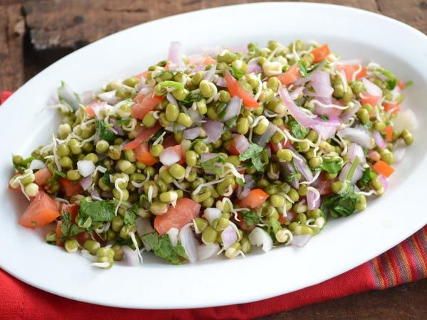 Healthy salad with sprouts and chaat masala  Ingredients: 1/2 cup boiled rajma (kidney beans) 1/2 cup sprouted green dal (moong whole) blanched 1/4 cup chopped paneer 1/4 cup yellow & red pepper chopped 1/2 cup tomato chopped 1/2 cup onion chopped (optional) 1 tablespoon lemon juice 1/