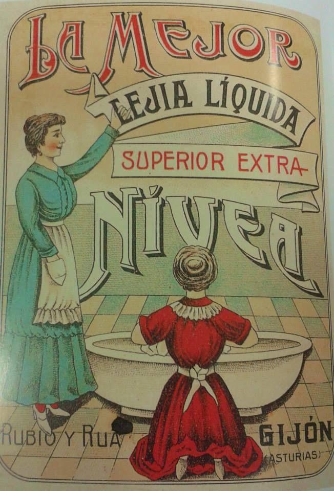 Antiguo anuncio de NIVEA, la mejor lejía líquida superior extra, como decía su publicidad, fabricada en Gijón por Rubio y Rua