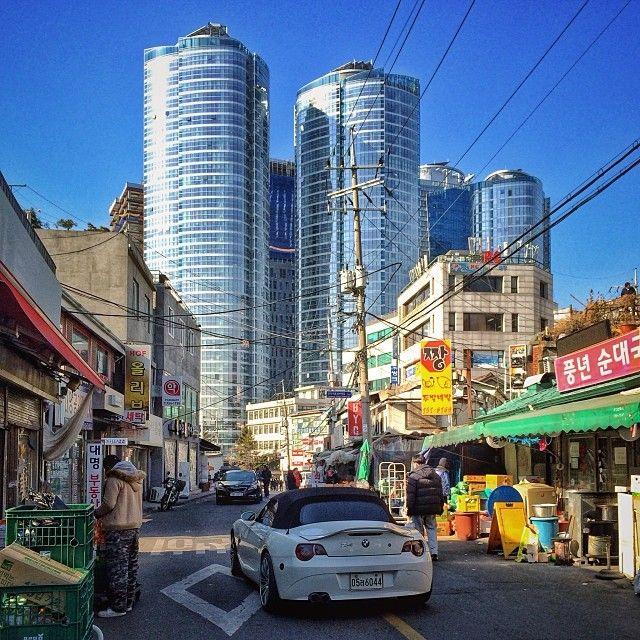 sarafa / #20140114 #iphone5s #seoul #huamdong #market #building #car #street #서울 #후암시장 #도시 #거리 #ソウル #市場 #snapseed / 서울 용산 후암 / #골목 #거리 #동네 / 2014 01 15 /