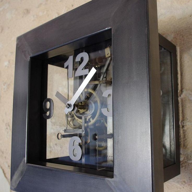 Horloge comtoise esprit industriel en acier et ancien mécanisme visible derrière le verre. Mécanisme restauré des années 1900 environ.  http://www.heure-creation.fr/produit/horloge-comtoise-sur-mesure-avec-ancien-mecanisme/