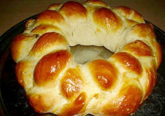 Puha, foszlós húsvéti kalács | femina.hu