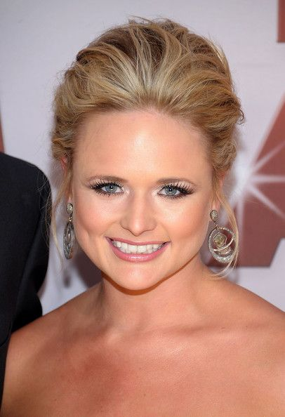 Miranda Lambert Bobby Pinned updo - Bobby Pinned updo Lookbook - StyleBistro