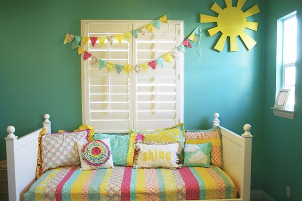 PERFECT. Bright colors, sunshine and a beautiful bunting. Jordan needs a room like this.: Girl Room, Color, Kids Room, Big Girl, Girls Room, Room Ideas, Rooms