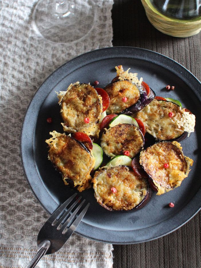 サラミとチーズの旨みをなすが余さず吸収! おつまみにもお弁当のおかずにも最適。   |『ELLE a table』はおしゃれで簡単なレシピが満載!