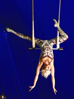 Cirque du Soleil - Alegría - Trapecio Sincronizado