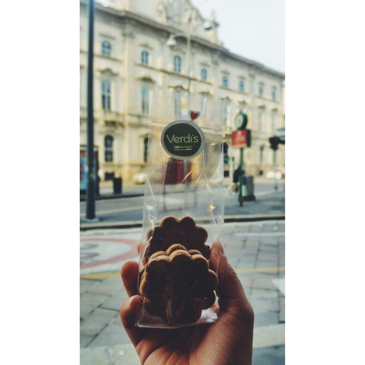 Da Verdi's il sabato ha il sapore di una dolce colazione con frollini senza glutine all'ombra del Teatro Litta Un goloso risveglio lento a tutti voi! #verdis #sanoappetito #frollini #breakfast #colazione #cookies #biscuit #milan #expo2015 #milano