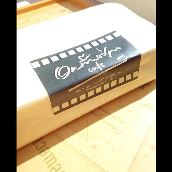 Мы верим, что лето ещё с нами, и оно подарит нам ещё немного ☀☀☀ Если будете скучать по солнышку, ваша упаковка напомнит вам о радостных и ярких солнечных днях!!! На фото наклейка 8х10,8см, минимальный тираж 500шт. Бумага #тишью, размер листа 50х66см.  Мечтаете о своей упаковке с логотипом? Тогда скорее к нам: info@apollo-7.ru  #выпечка #выпечканазаказ #выпечкамосква #кондитерская #кондитерскаямосква #этикетки #наклейка #наклейканазаказ #еда #торт #cafe #торты #тортыназаказ #тортыназаказмоск