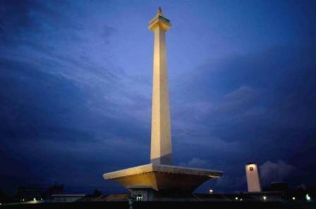 Tugu Monas (Monumen Nasional)  adalah monumen peringatan setinggi 132 meter (433 kaki) yang didirikan untuk mengenang perlawanan dan perjuangan rakyat Indonesia untuk merebut kemerdekaan dari pemerintahan kolonial Hindia Belanda.  Berlokasi di Jakarta, Indonesia.