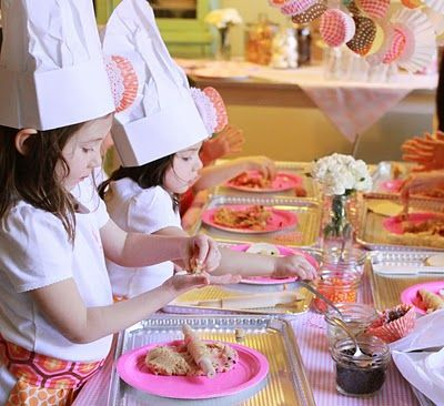 The site is in spanish...but I still love the idea of a cookie baking party for a little girl!: Cookie Monday, Girl, Birthdays, Cooking Party, Birthday Party Ideas, Baking Birthday Parties, Birthday Ideas, Baking Party