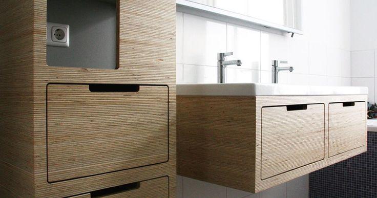 Plexwood® Amsterdam woning project met open kasten met schappen en wand gemonteerde wastafel van vuren