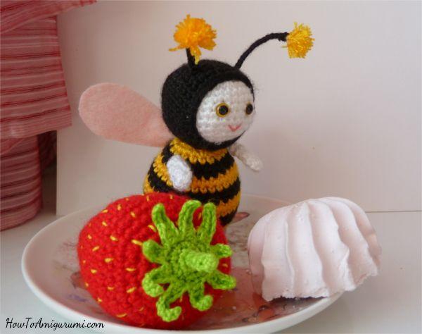Amigurumi Bee Girl Free Pattern : Best 25+ Crochet bee ideas on Pinterest