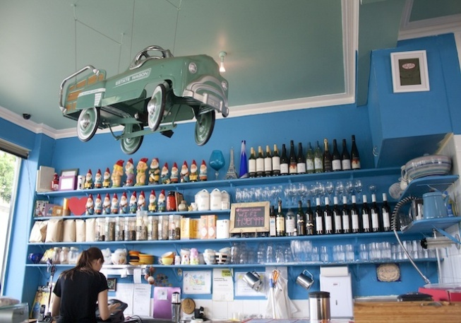Thelma & Louise Cafe - Neutral Bay - recommend the berry & ricotta crepes and chai latte mm