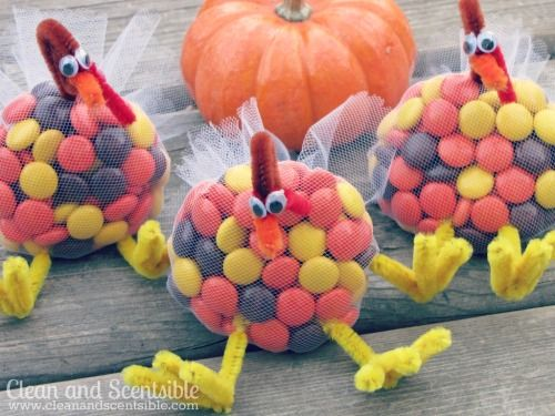 These M&M turkey treats are so cute!  Great for class treats or for the kids' table at Thanksgiving.