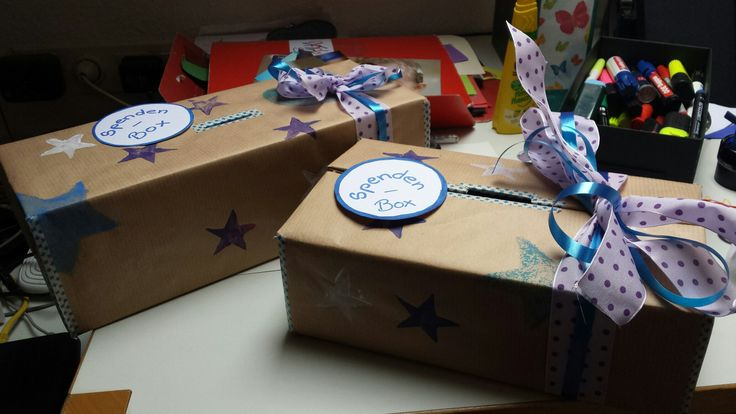 Spendenboxen bestempelt  - aus bezogenen Schuhkartons -