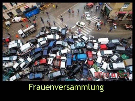 Frauenversammlung - www.MegaPics.ch. Lustige Bilder, witzige Fotos, fun Pics, fail Videos.