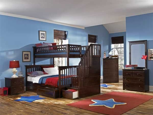 Red and blue is a popular color scheme in the kids' bedroom