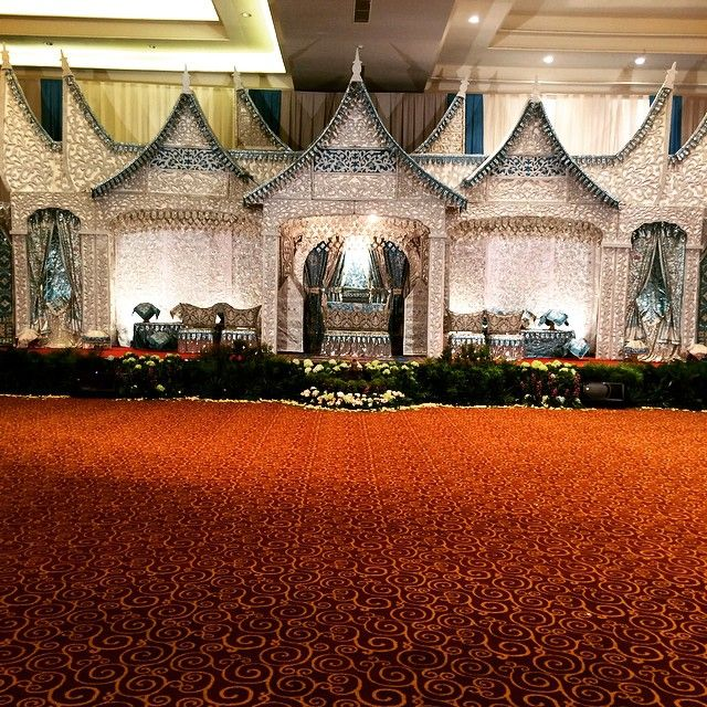 The wedding stage ..... #padangweddingstage #pelaminanpadang #paketpernikahanpadang #paketpernikahan #indonesianwedding #indonesiantraditionalwedding #weddingpackagedesigner #weddinngparty #sandraproject #sandrasproject #indonesianculture #iloveindonesia
