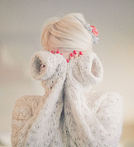 love it: White Hair, Nails Design, Pink Nails, Cute Photo, Red Nails, So Pretty, Winter Bride, Cozy Sweaters, Photo Shooting