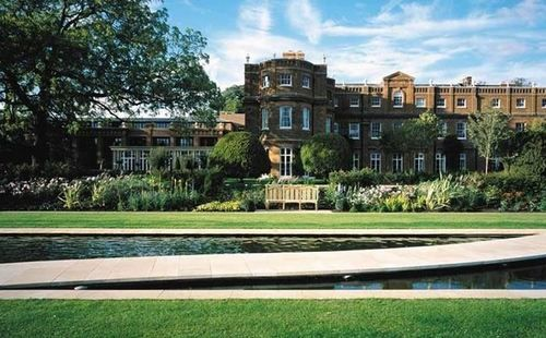 Escape from busy London to the Hertfordshire countryside for Spa & Golf weekend. The Grove boasts one of England's finest golf courses and an award-winning health spa