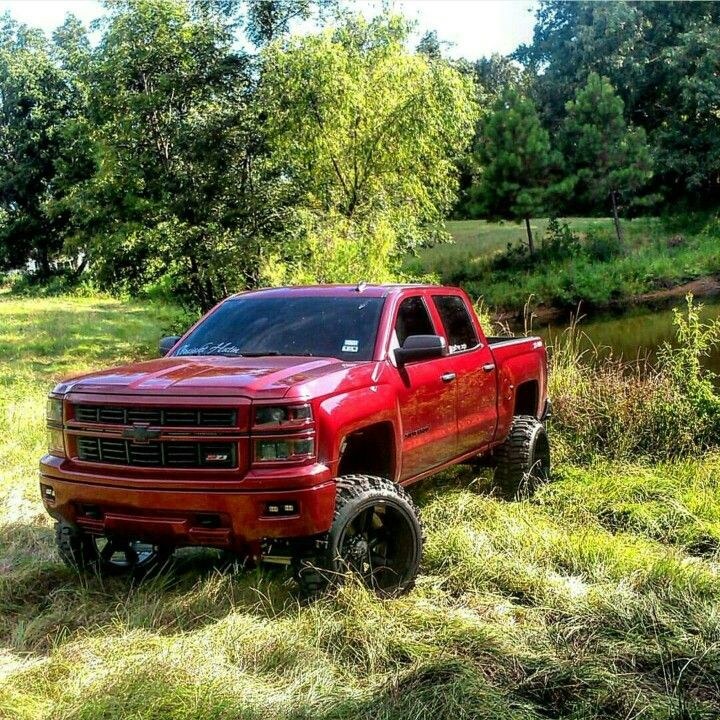 Exactly what i want! My favorite color, lifted and Chevy, 4x4