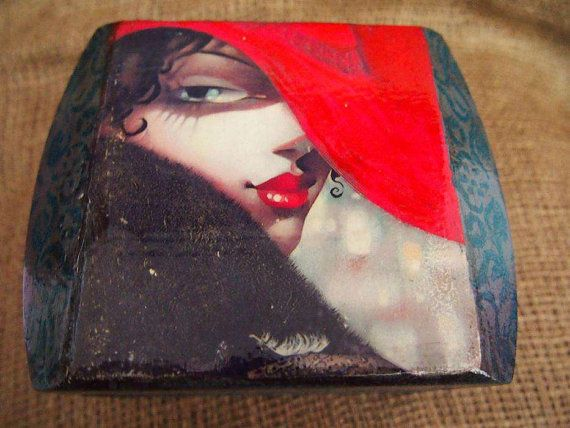 Jewelry box.Beautiful jewelry box with photo of girl in vintage style.                                                        This w