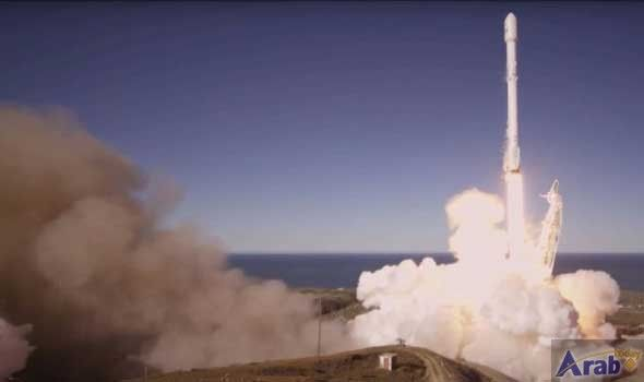 SpaceX launches, lands rocket for first time