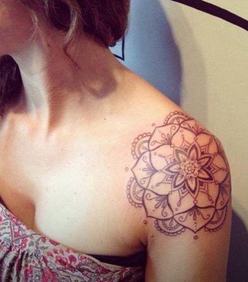 Mandala Tattoo für Frauen auf der Schulter