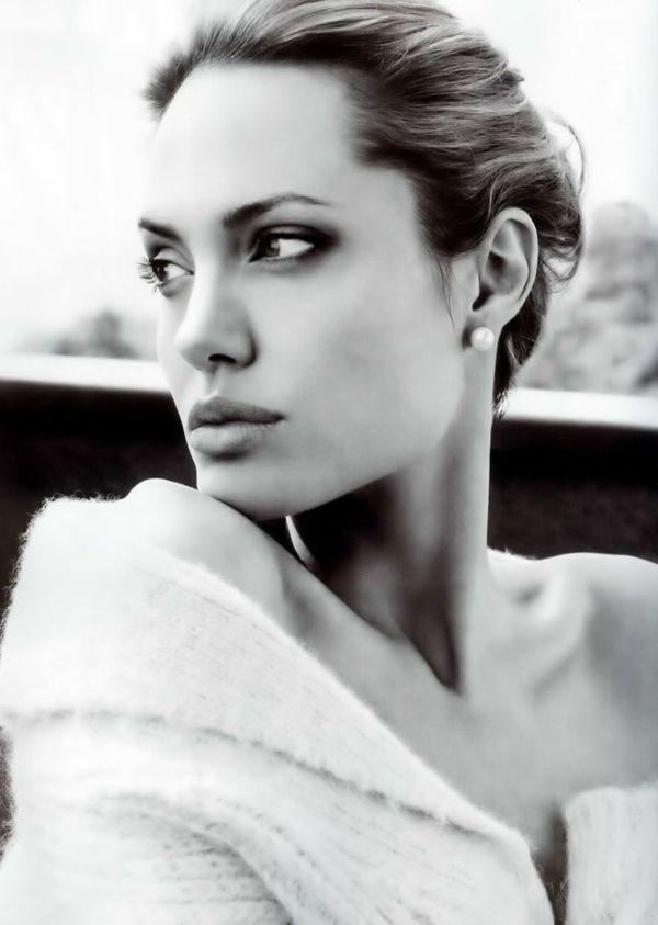 Angelina Jolie - jolie en noir et blanc