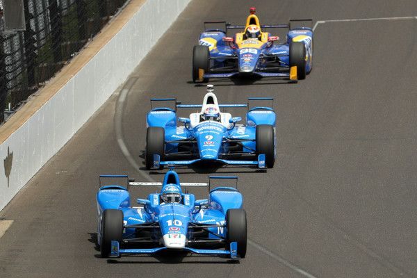 Tony Kanaan of Brazil, driver of the #10 NTT Data Honda leads the field during the 101st Indianapolis 500 at Indianapolis Motorspeedway on May 28, 2017 in Indianapolis, Indiana.