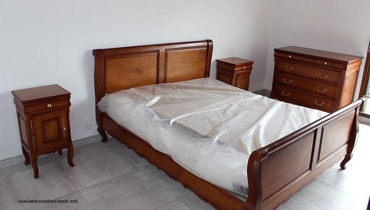 Une chambre confortable en merisier massif.