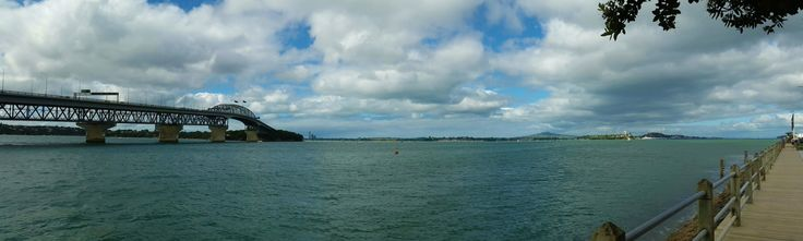 Panoramic view of Harbour Bridge and Rangitoto Island, Auckland, New Zealand (by KaVa)