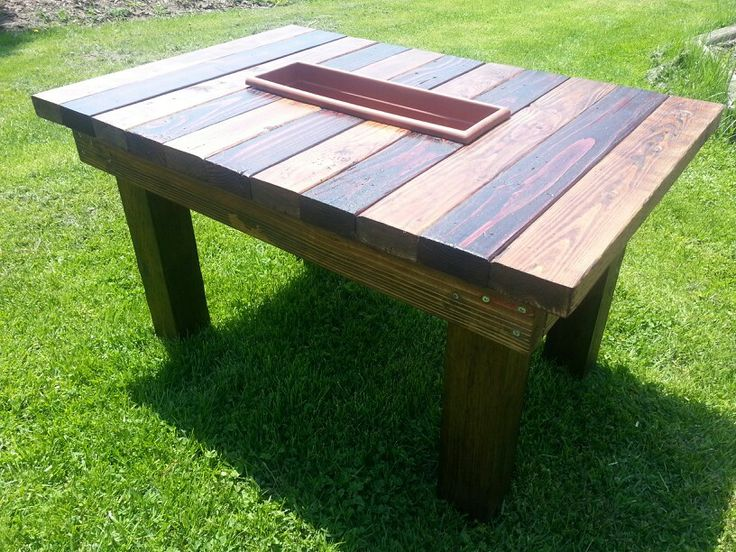 This planter table for a deck turned out pretty sweet in a two-toned stained finish ♡