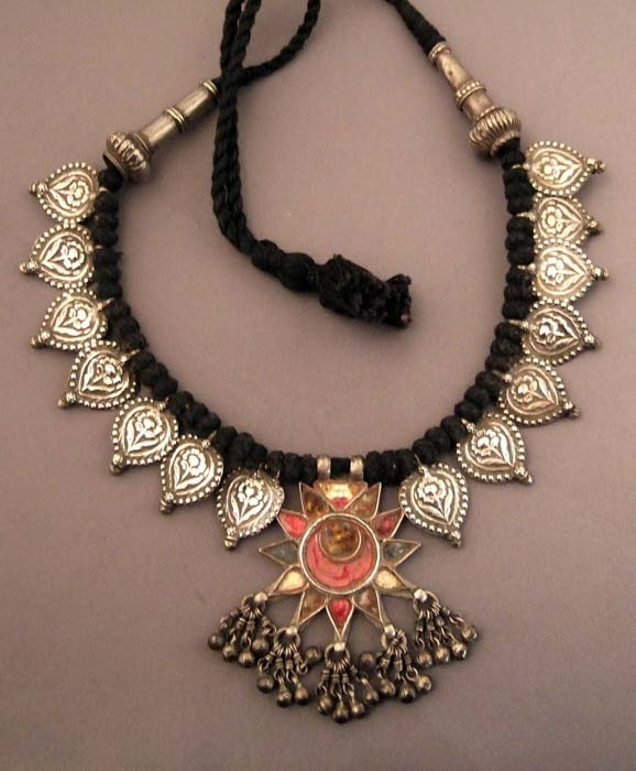 India | Old, silver, glass and cotton rope necklace from the North | 360€
